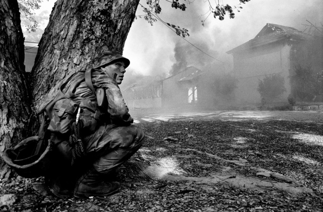 Soldier takes cover as Dili burns ©David Dare Parker